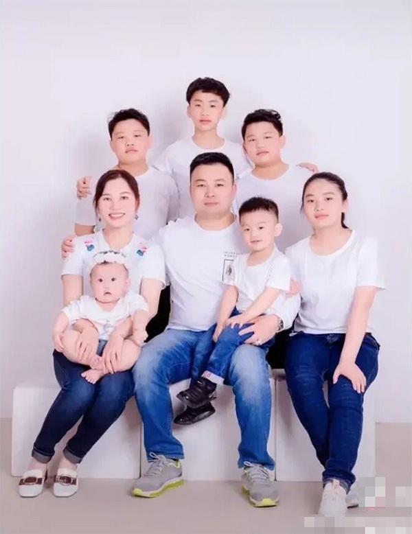 """Lấy chồng IQ 140, mẹ bỉm sữa 8x tiết lộ nguyên nhân 13 năm sinh 7 đứa con: """"Chỉ vì không muốn lãng phí gen tốt của chồng!"""" - Ảnh 1."""