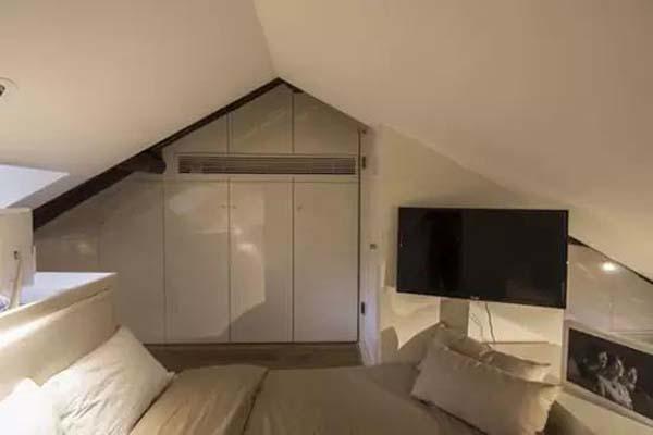 Tầng áp mái là nơi bố trí phòng ngủ riêng tư của bố mẹ