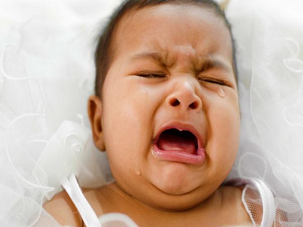 Nhấn vào hai điểm này trên chân, trẻ quấy khóc cỡ nào cũng nín ngay tức khắc - Ảnh 1.