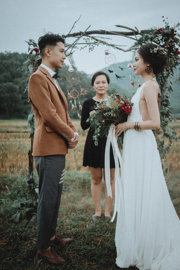 Có gì trong lễ cưới bí mật đẹp thoát tục của cặp đôi Việt được báo Tây ca ngợi hết lời - Ảnh 12.