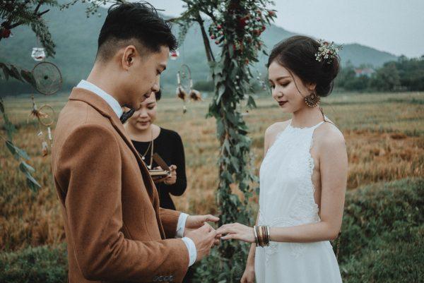 Có gì trong lễ cưới bí mật đẹp thoát tục của cặp đôi Việt được báo Tây ca ngợi hết lời - Ảnh 13.