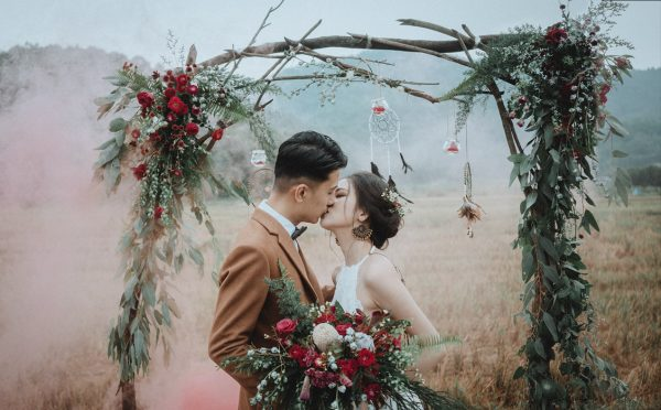 Có gì trong lễ cưới bí mật đẹp thoát tục của cặp đôi Việt được báo Tây ca ngợi hết lời - Ảnh 15.
