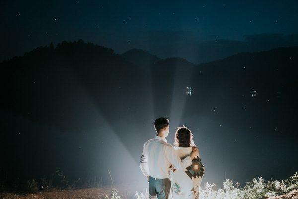 Có gì trong lễ cưới bí mật đẹp thoát tục của cặp đôi Việt được báo Tây ca ngợi hết lời - Ảnh 23.