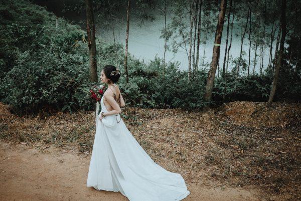 Có gì trong lễ cưới bí mật đẹp thoát tục của cặp đôi Việt được báo Tây ca ngợi hết lời - Ảnh 5.