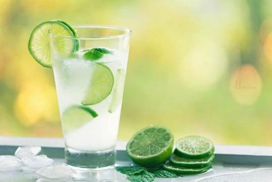 Nước chanh giúp trả lời cho câu hỏi uống gì để giảm mỡ bụng nhanh nhất?