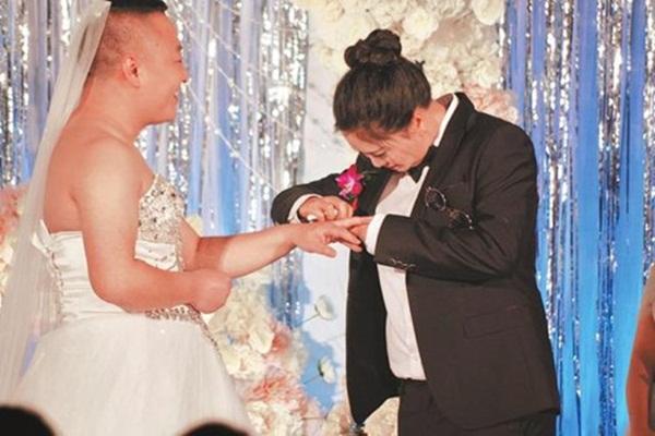 Sợ lộ béo, cô dâu đòi mặc vest để chú rể... mặc váy - Ảnh 3.