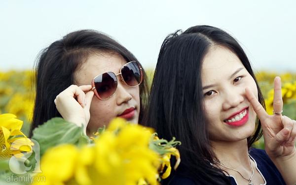 Các thiếu nữ hào hứng khoe sắc xinh đẹp cùng cánh đồng hoa hướng dương rực rỡ - Ảnh 9.
