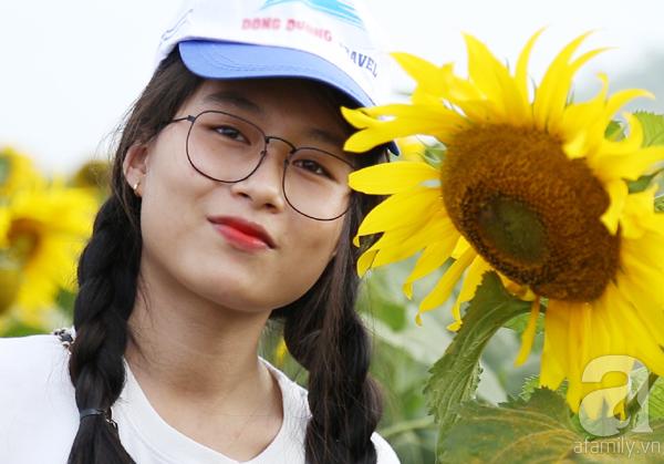 Các thiếu nữ hào hứng khoe sắc xinh đẹp cùng cánh đồng hoa hướng dương rực rỡ - Ảnh 7.
