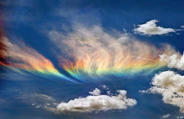 Những hiện tượng thiên nhiên đẹp lạ lùng nhưng khiến nhiều người hoảng sợ - Ảnh 10.