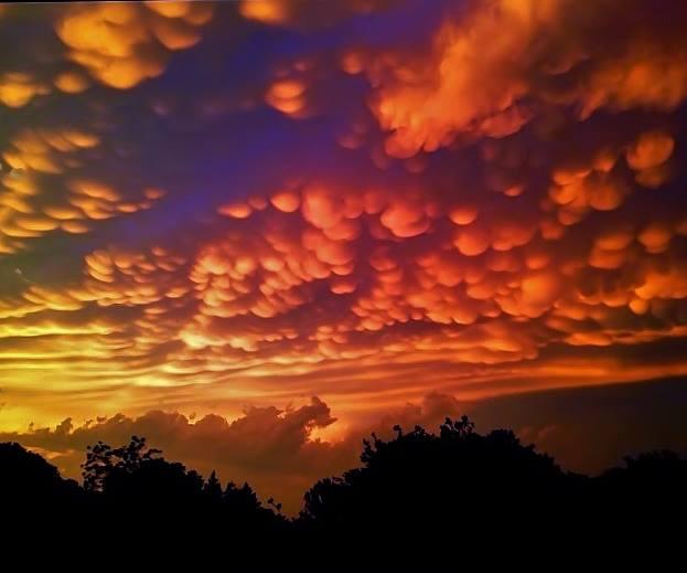 Những hiện tượng thiên nhiên đẹp lạ lùng nhưng khiến nhiều người hoảng sợ - Ảnh 12.