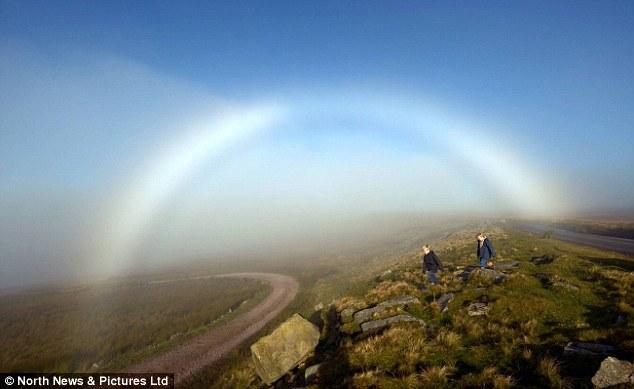 Những hiện tượng thiên nhiên đẹp lạ lùng nhưng khiến nhiều người hoảng sợ - Ảnh 14.