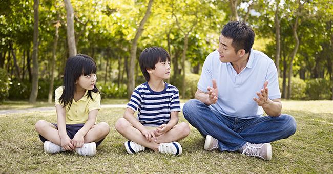 Cha mẹ thông minh không bao giờ hỏi con những câu này - Ảnh 1.