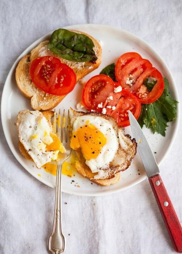 Trứng ốp la muốn ngon và đẹp như nhà hàng phải chiên thế này mới đúng - Ảnh 3.