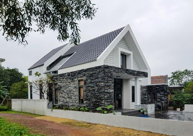 Ngôi nhà 110m² vạn người mê do chủ nhà tự thiết kế có giá 800 triệu ở Quảng Bình - Ảnh 1.