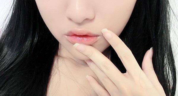 Nếu không đánh son mà thấy môi có màu như này thì bạn cần phải đi khám ngay - Ảnh 3.
