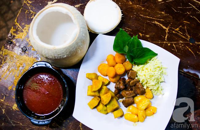 Dừa hỏa diệm sơn - món ăn vừa xuất hiện đã hứa hẹn gây bão ở Sài Gòn - Ảnh 4.