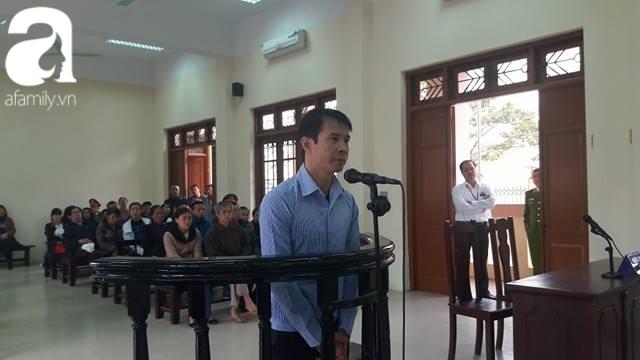 Tài xế lái xe Camry đâm chết 3 người ở Phố Ái Mộ nhận mức án 10 năm tù giam - Ảnh 1.