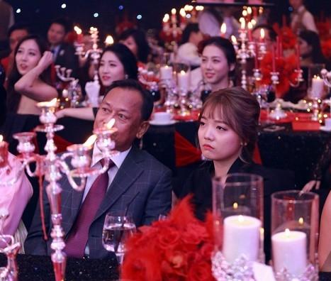 Cận cảnh nhan sắc cô em ruột kín tiếng xinh đẹp không kém Hari Won - Ảnh 3.