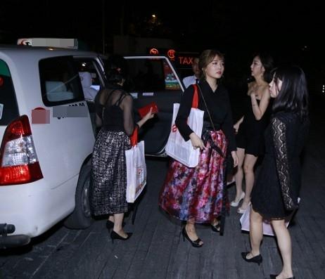 Cận cảnh nhan sắc cô em ruột kín tiếng xinh đẹp không kém Hari Won - Ảnh 4.