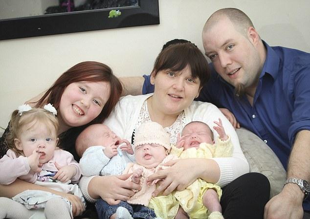 Kỳ diệu người mẹ trẻ sinh 4 con chỉ trong 11 tháng