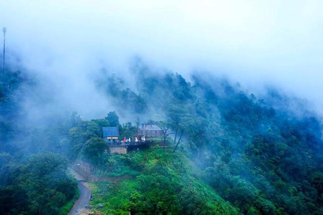 """photo 1 1482984967845 - 2 quán cà phê có thể """"chạm"""" vào mây đẹp nhất Vịnh Bắc Bộ"""