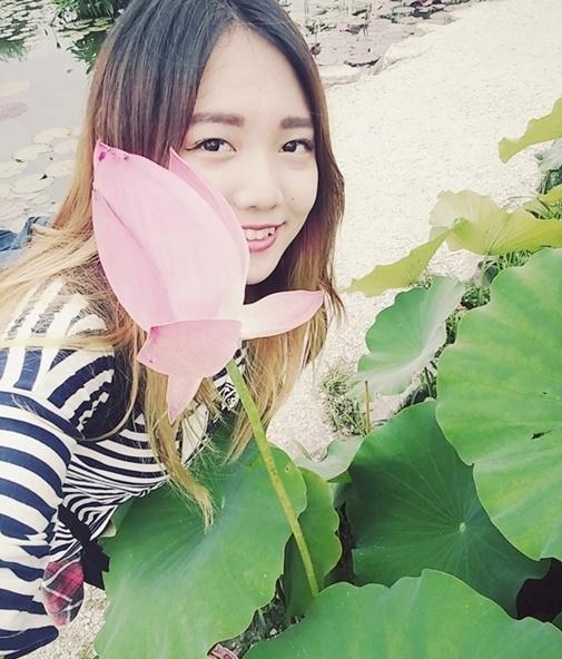 Cận cảnh nhan sắc cô em ruột kín tiếng xinh đẹp không kém Hari Won - Ảnh 14.