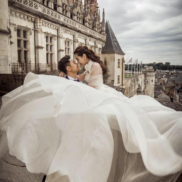 Những thiết kế váy cưới đậm chất 'cổ tích' của sao Việt trong năm 2016