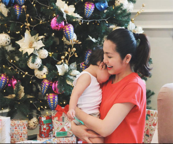 Hình ảnh đáng yêu đến tan chảy của các nhóc tì nhà sao Việt trong mùa Giáng sinh - Ảnh 1.