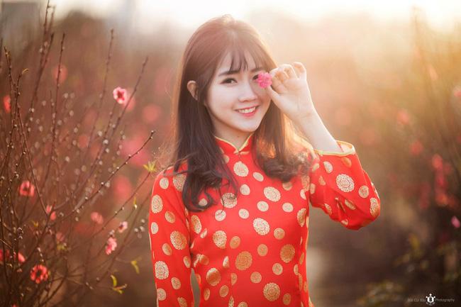 Hình ảnh hot girl Kiều Trinh diện áo dài đỏ xuất hiện trên hãng thông tấn lớn nhất thế giới - Ảnh 7.