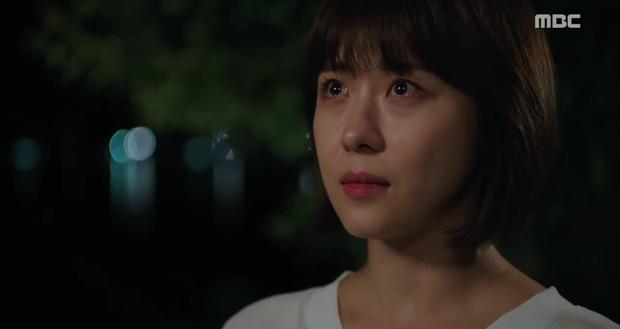 Nữ hoàng băng giá Ha Ji Won cuối cùng cũng ngoan ngoãn để trai đẹp ôm vào lòng - Ảnh 1.