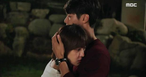 Nữ hoàng băng giá Ha Ji Won cuối cùng cũng ngoan ngoãn để trai đẹp ôm vào lòng - Ảnh 2.