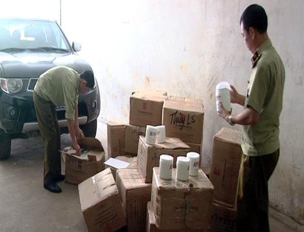 Bắt giữ 700kg kem ủ tóc không rõ nguồn gốc tuồn vào Việt Nam tiêu thụ - Ảnh 2.