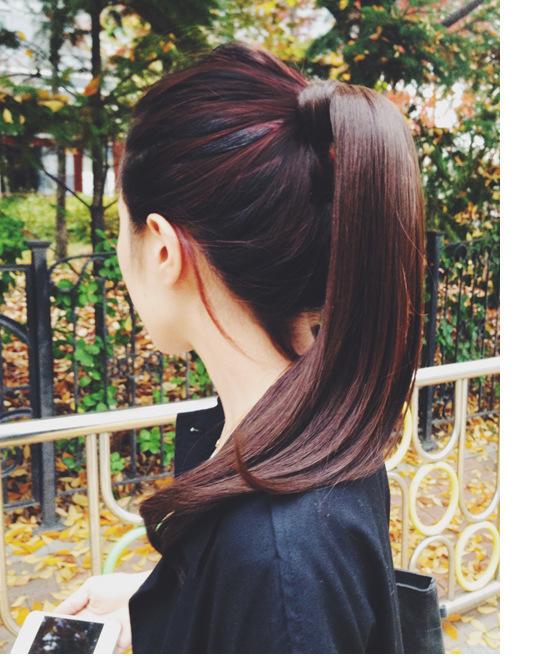 Những kiểu tóc cứu nguy cho ngày đầu bết vì mưa gió - Ảnh 1.
