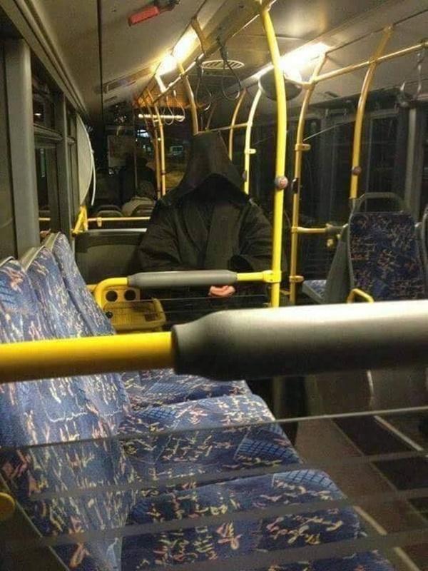 Nếu không muốn trở thành trò cười cho thiên hạ chớ diện đồ kiểu này đi phương tiện công cộng - Ảnh 15.