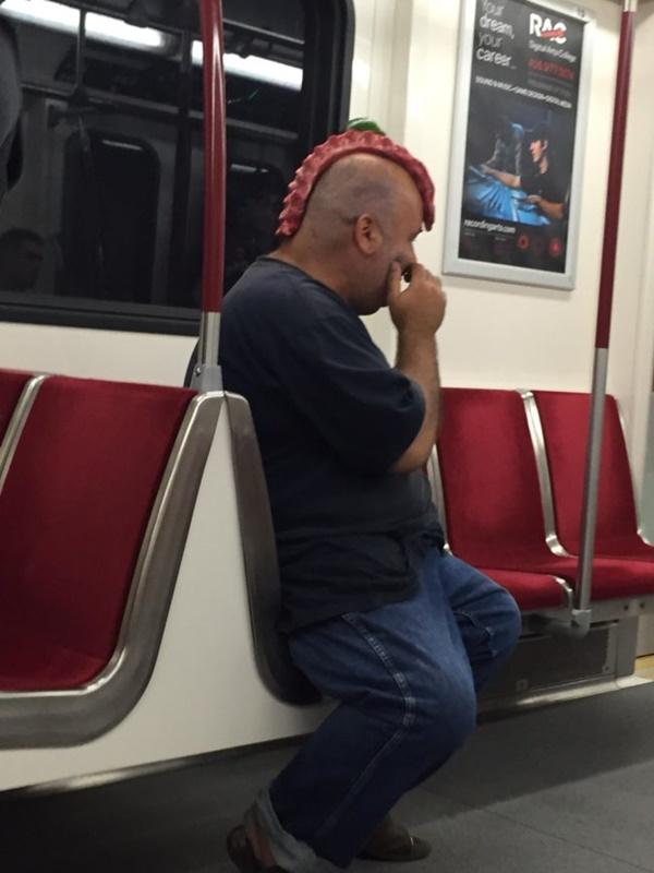 Nếu không muốn trở thành trò cười cho thiên hạ chớ diện đồ kiểu này đi phương tiện công cộng - Ảnh 16.