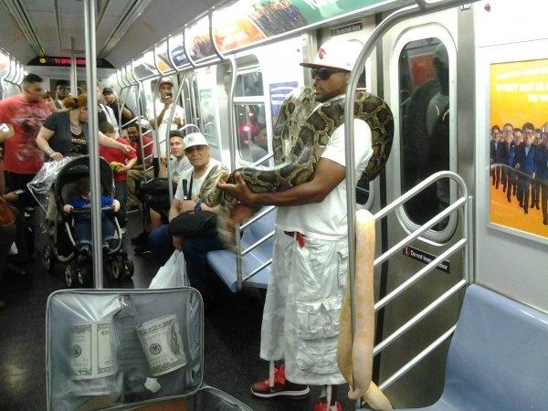 Nếu không muốn trở thành trò cười cho thiên hạ chớ diện đồ kiểu này đi phương tiện công cộng - Ảnh 19.