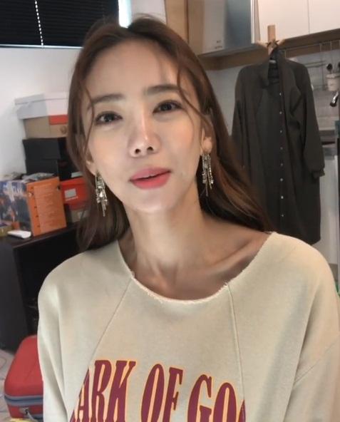 Chỉ ăn 3 thìa cơm mỗi ngày để giảm cân, idol Hàn Quốc này bị chê vì gầy trơ xương - Ảnh 2.
