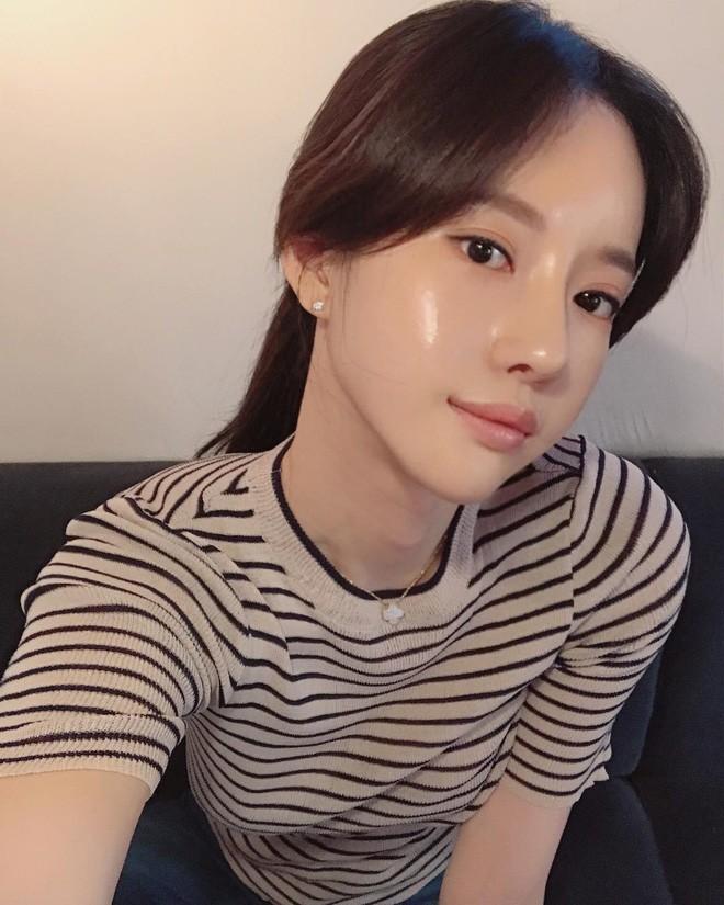 Con gái Việt theo trào lưu da căng bóng cũng xinh chẳng kém con gái Hàn - Ảnh 1.