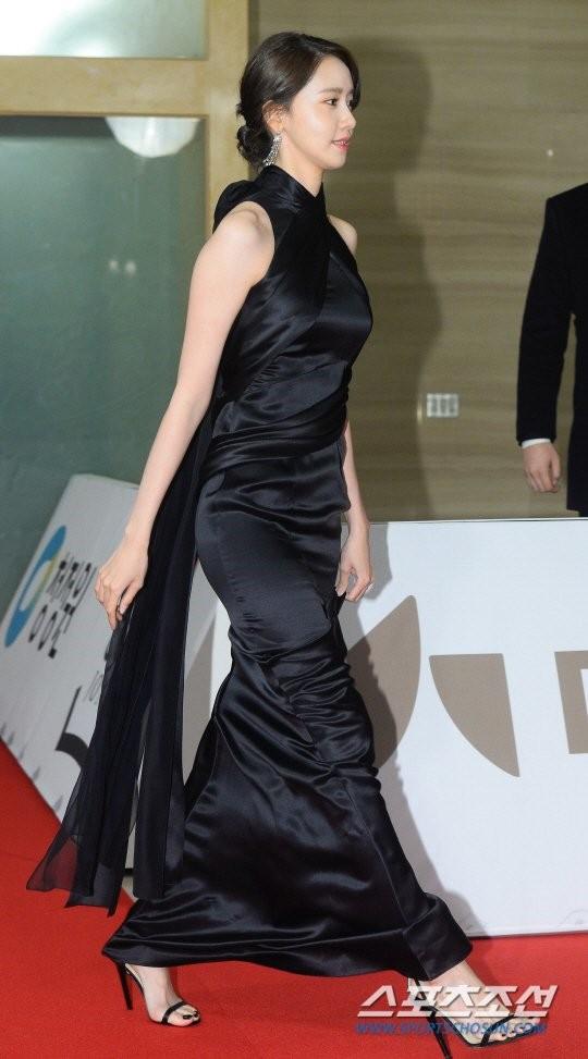 Yoona sụt giảm phong độ nữ thần với bộ đầm như nuốt chửng vòng eo - Ảnh 3.