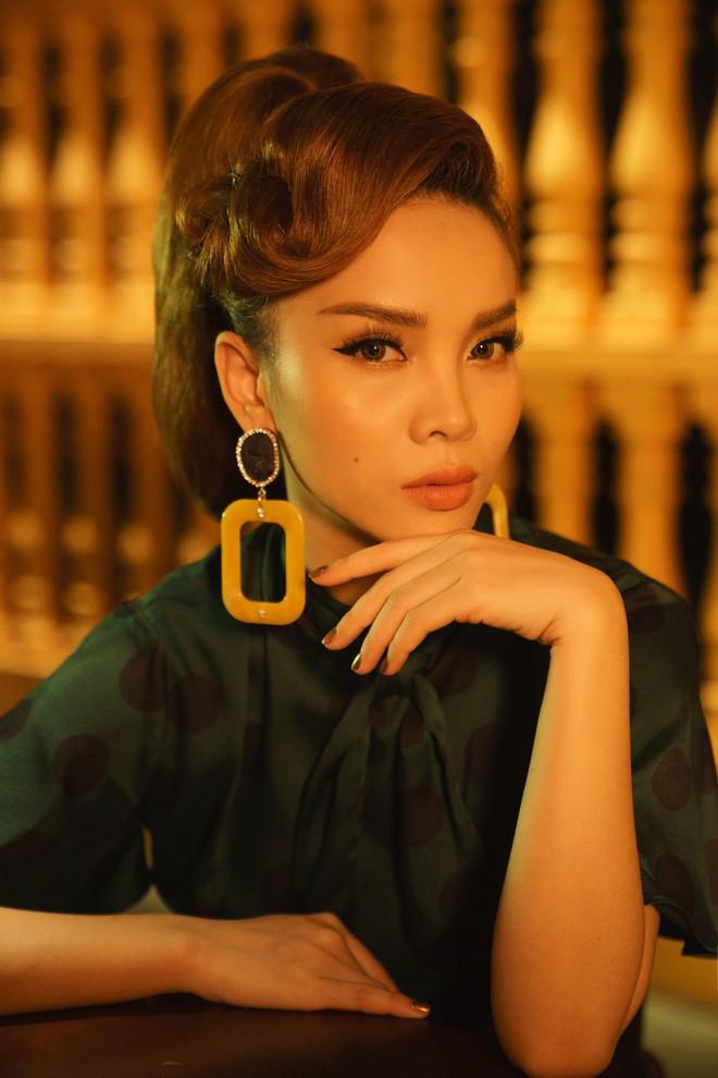 Chụp ảnh cho MV mới, nhìn Yến Trang trang điểm mà cứ ngỡ là... Kỳ Duyên - Ảnh 1.