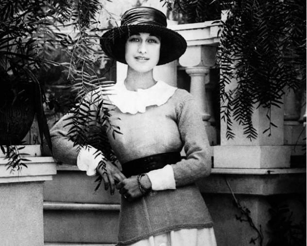 Trước Meghan Markle, 7 người phụ nữ Mỹ nổi tiếng này đã từng tiến thân vào gia đình Hoàng gia - Ảnh 7.
