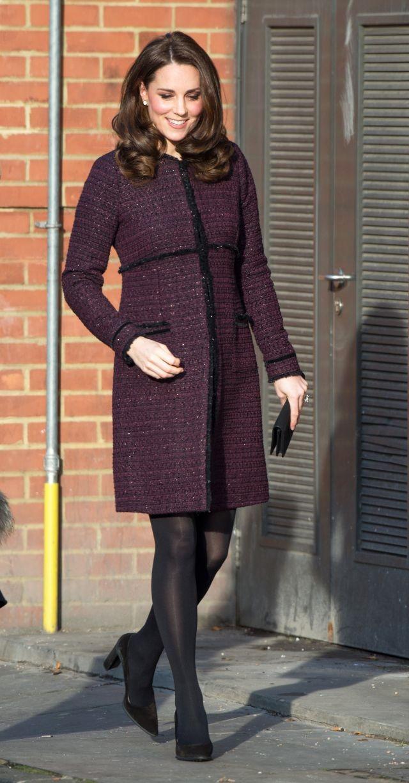 Bầu bí lần 3, Công nương Kate vẫn rất chăm diện lại đồ của vài năm trước - Ảnh 1.