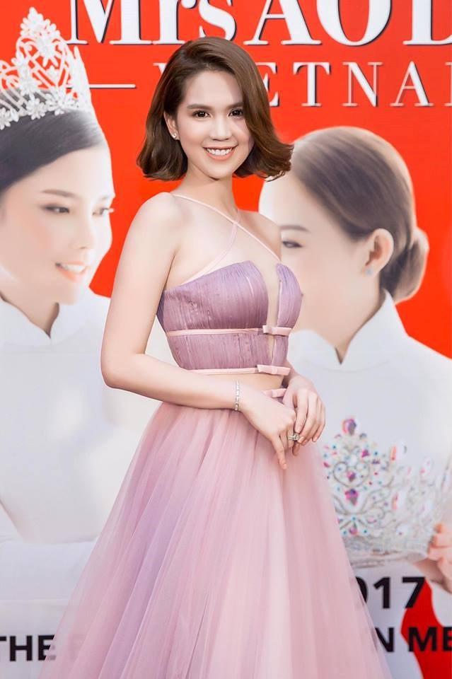 Năm 2017, Ngọc Trinh xứng đáng là Nữ hoàng váy nhái của showbiz Việt - Ảnh 1.
