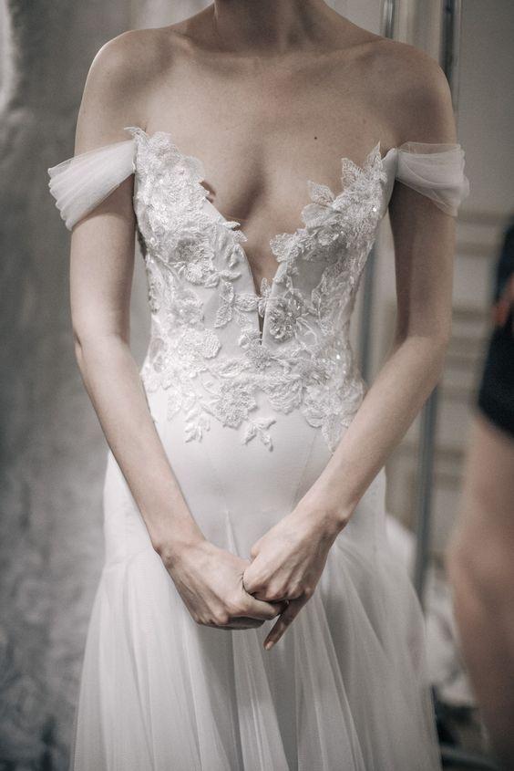 Muốn gây ấn tượng trong ngày trọng đại, các cô dâu đừng bỏ qua 7 mẫu váy này - Ảnh 21.