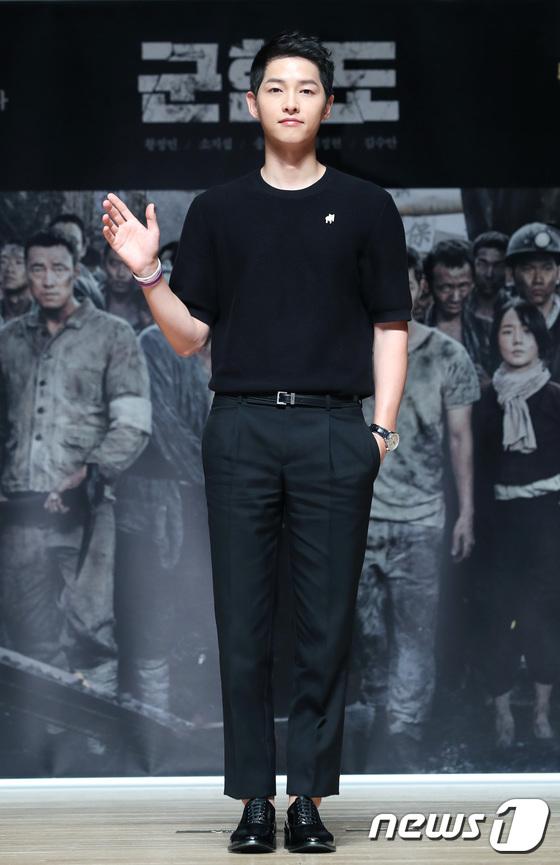 Song Joong Ki đẹp từ thần thái đến phong cách thế này, hạ gục được Song Hye Kyo cũng là điều hiển nhiên - Ảnh 15.