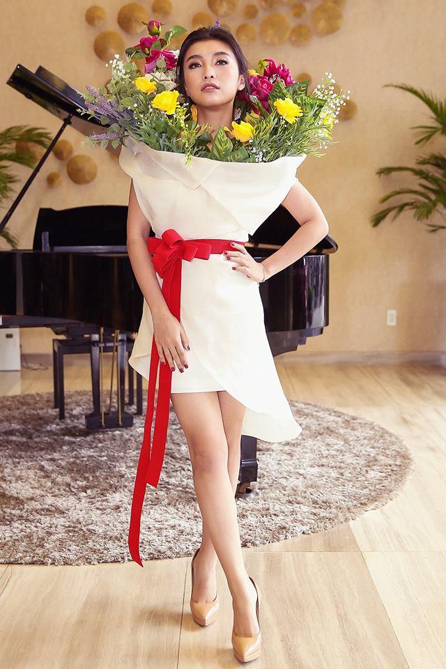 Ngang nhiên mượn thiết kế của Moschino, nhưng bó hoa Tiêu Châu Như Quỳnh lại kém sắc trầm trọng - Ảnh 4.