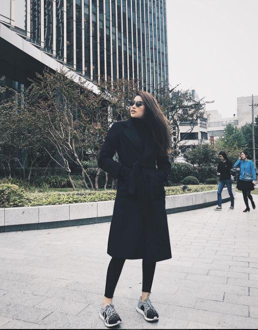 Sau 2 ngày mong ngóng, cuối cùng Phạm Hương đã xuất hiện, giản dị đến bất ngờ tại Tuần lễ thời trang Seoul - Ảnh 8.