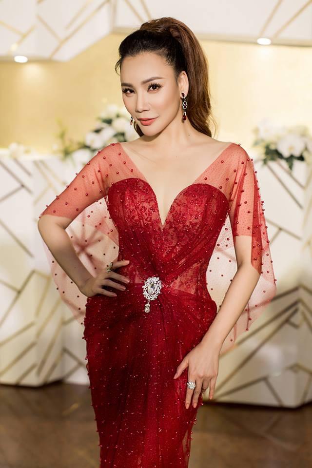 Gương mặt của Hồ Quỳnh Hương lại tiếp tục khác lạ trong loạt ảnh mới - Ảnh 9.
