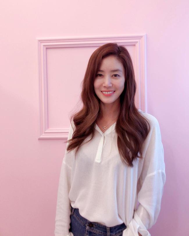 2 mỹ nhân xứ Hàn ở tuổi U50 rồi thế mà vẫn tươi trẻ như gái 20 thế này! - Ảnh 5.