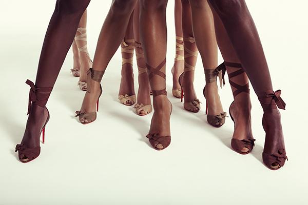 Ông hoàng giày đế đỏ Christian Louboutin lại tung mẫu sandals nude bất chấp mọi khoảng cách về màu da - Ảnh 6.